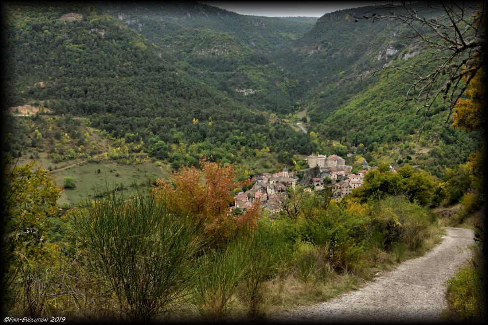 Village de Peyreleau - Gorges du Tarn - Vu du Capluc