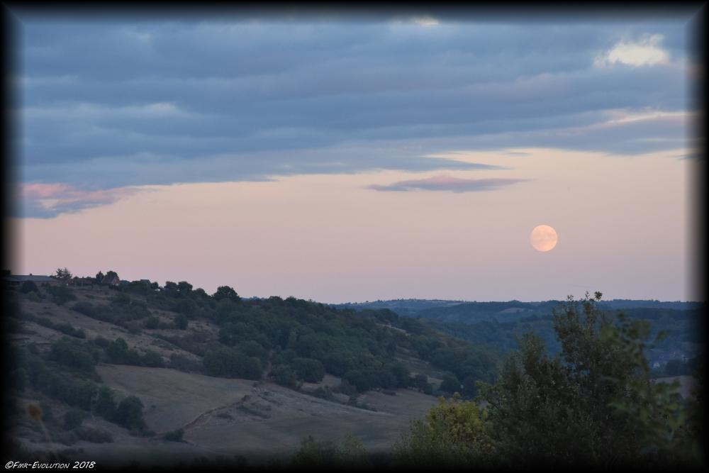 Lever de pleine Lune - Séverac le château