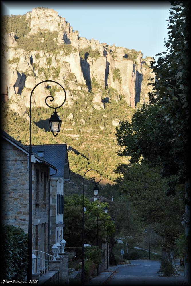 Peyreleau - Rue dans l'ombre