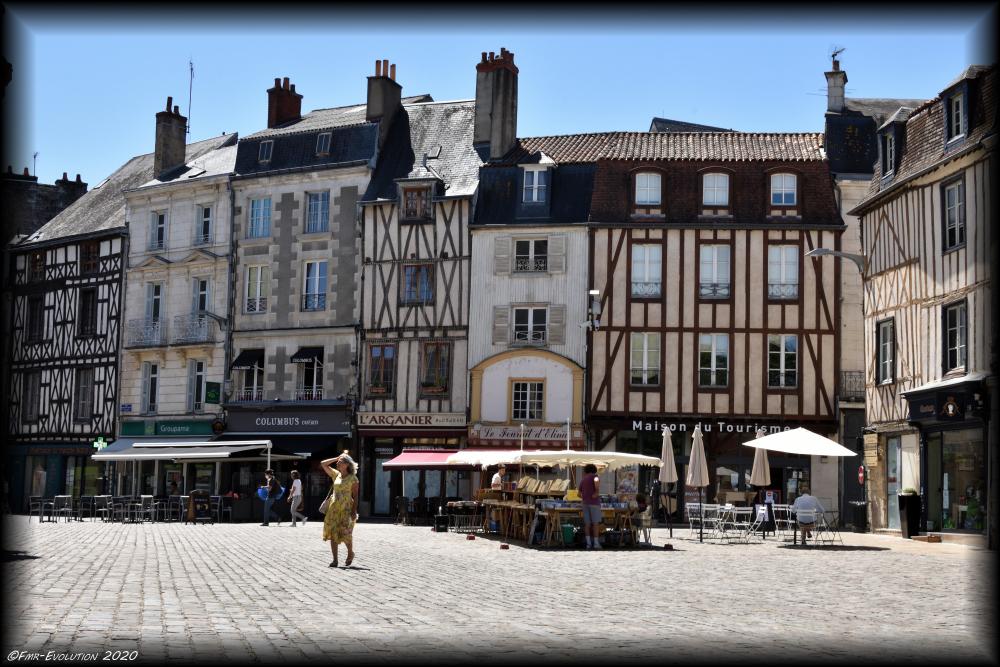 Parvis Notre-Dame-La-Grande - Poitiers